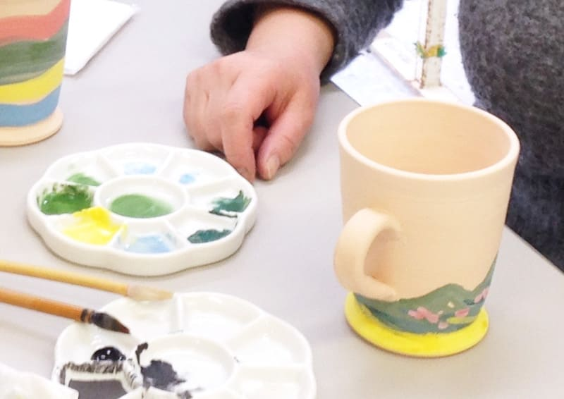 Obori Soma-ware Kyogetsu Pottery/ Unglazed pottery painted by students in a pottery class