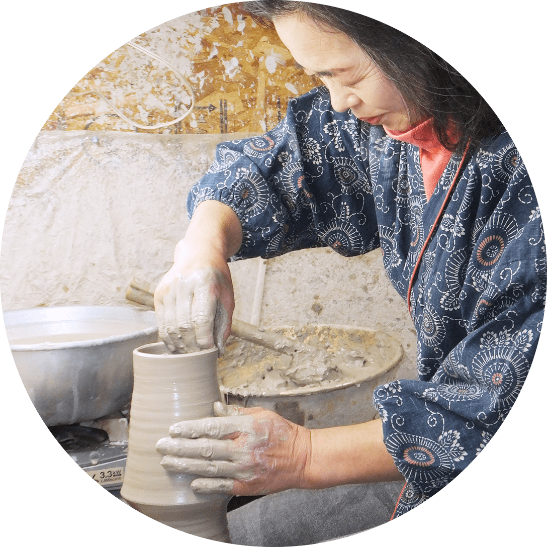 Obori Soma-ware Kyogetsu Pottery/ Forming clay