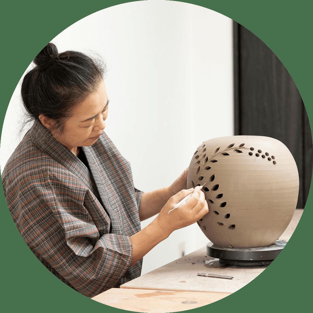 Obori Soma-ware Kyogetsu Pottery/ Shaving and decoration