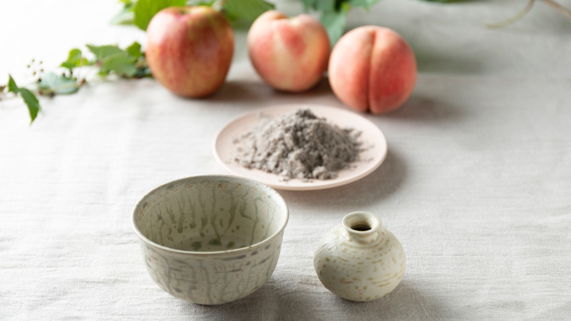 Obori Soma-ware Kyogetsu Pottery/ Togenkyo series and image of calcined ash made from fruits
